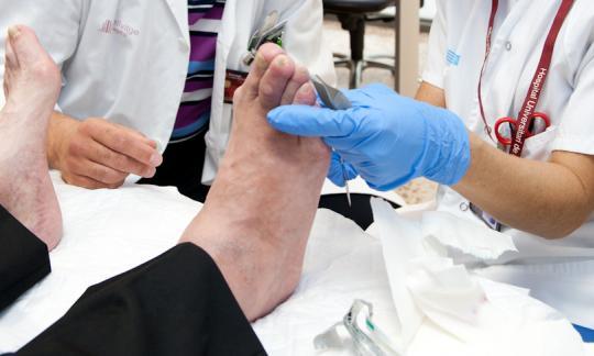 L'equip de Peu i Turmell del Servei de Traumatologia publica un protocol nacional de peu diabètic